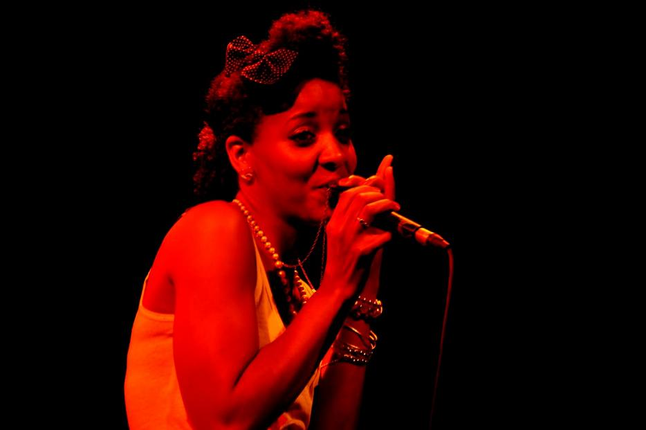 Gizelle Smith And Mocambo Allstars* Mighty Mocambos, The - Snake Charmer / Out Of Fashion